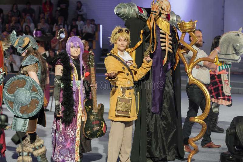 Grupa cosplayers poza podczas cosplay konkursu przy Animefest obrazy stock