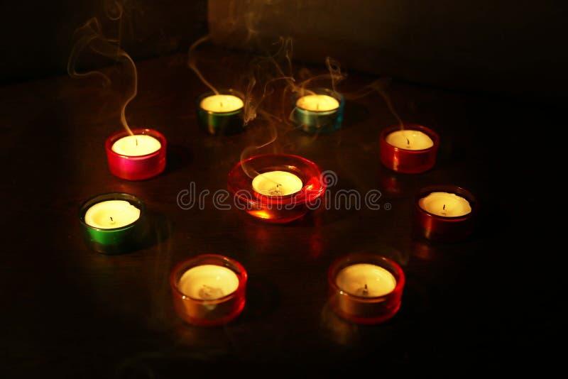 Grupa dekoracyjna świeczka zaświecał podczas Diwali festiwalu na obraz stock