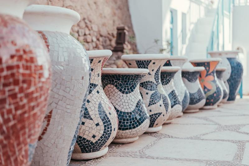Grupa duża glina zgrzyta z mozaiką obrazy royalty free