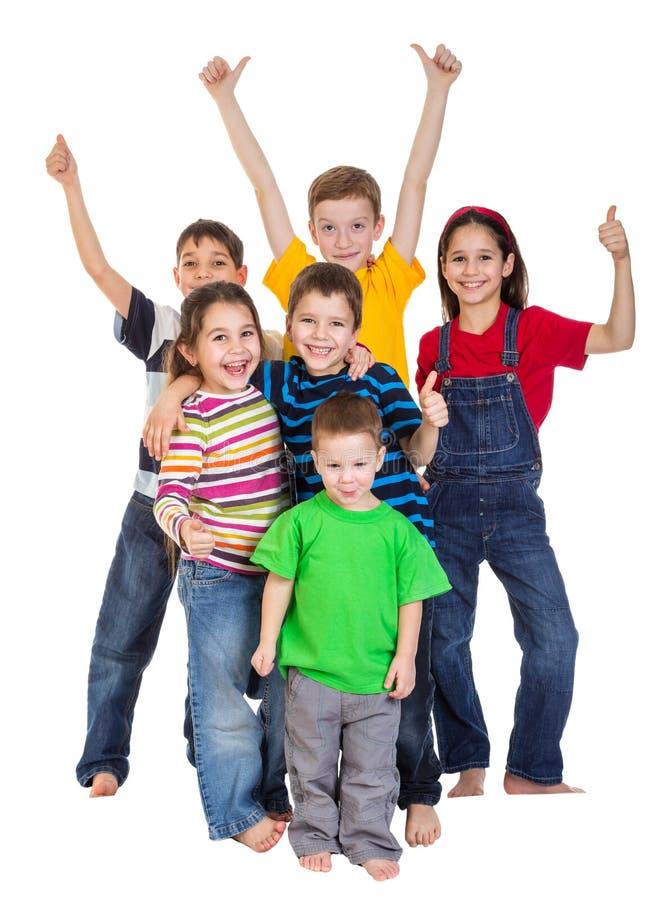 Grupa dzieciaki z aprobata znakiem obraz stock