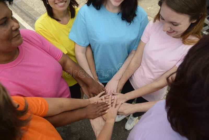 Grupa kobiety z rękami wpólnie zdjęcia stock