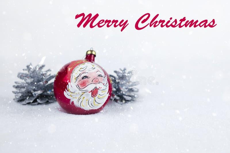 Grupa kolorowa Bożenarodzeniowa piłka z rysunkiem Święty Mikołaj i sosny z tekstem w Angielski ` Wesoło bożych narodzeń ` zdjęcie stock