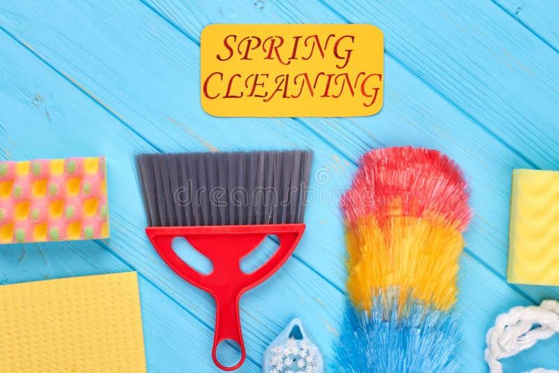 Grupa kolorowi przedmioty dla domowego cleaning obraz stock
