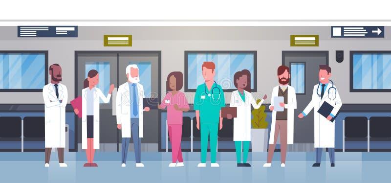 Grupa lekarki W Szpitalnym korytarzu Różnorodny Medyczny Workes W Nowożytnej klinice ilustracja wektor