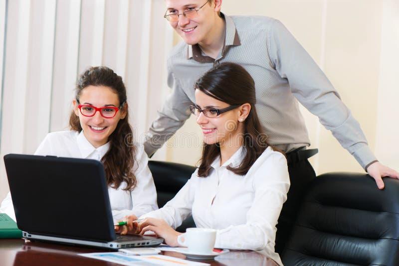 Grupa ludzi na biznesowej prezentaci obraz stock