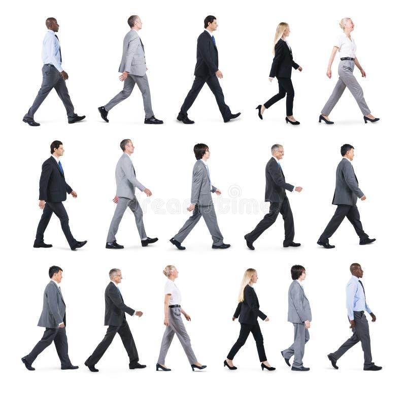 Grupa ludzie biznesu Chodzi w Jeden kierunku obrazy stock