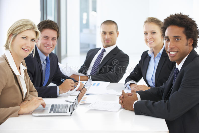 Grupa ludzie biznesu ma spotkania w biurze fotografia stock
