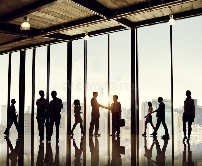 Grupa ludzie biznesu w budynku biurowym zdjęcia stock