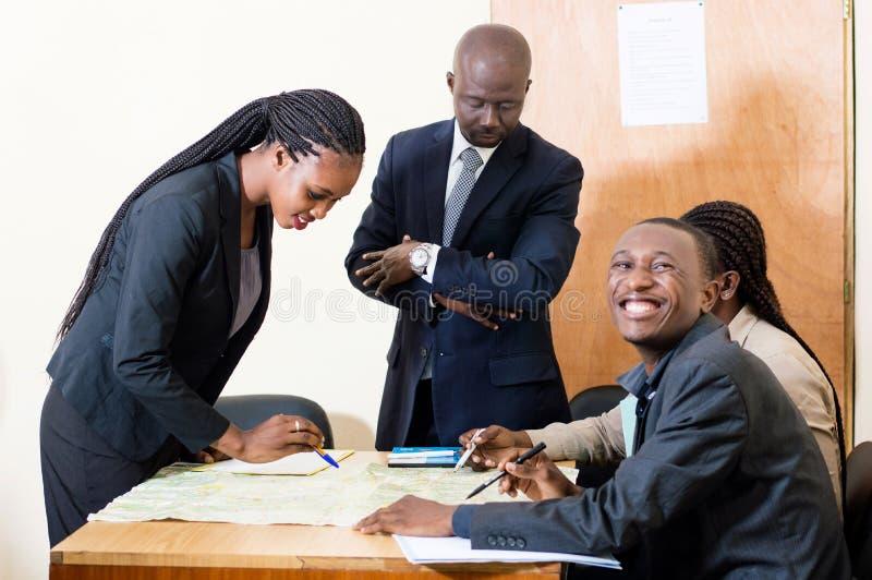 Grupa ludzie biznesu w pracy spotkaniu zdjęcia stock