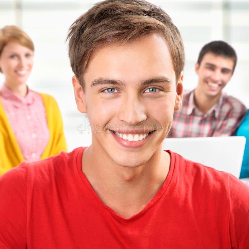 grupa młodych studentów obraz stock