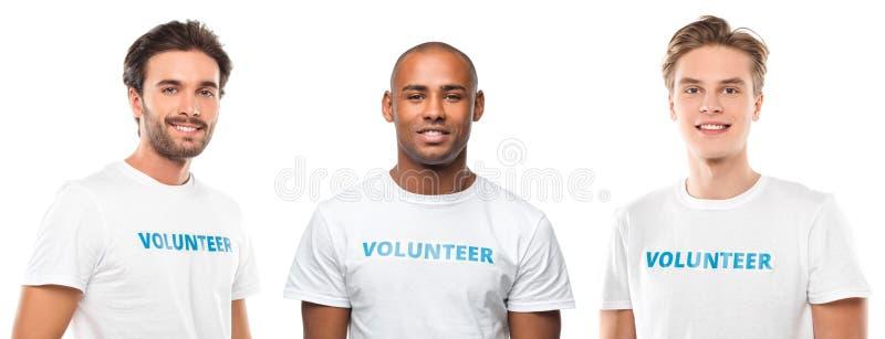 grupa młodzi przystojni wolontariuszi obraz stock