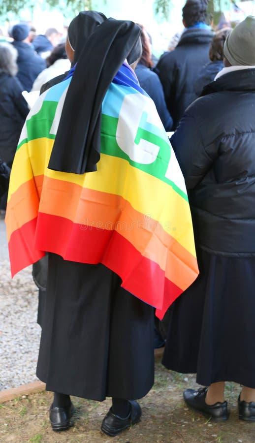 grupa magdalenki z czarną przesłoną i barwiąca flaga pokój zdjęcia royalty free