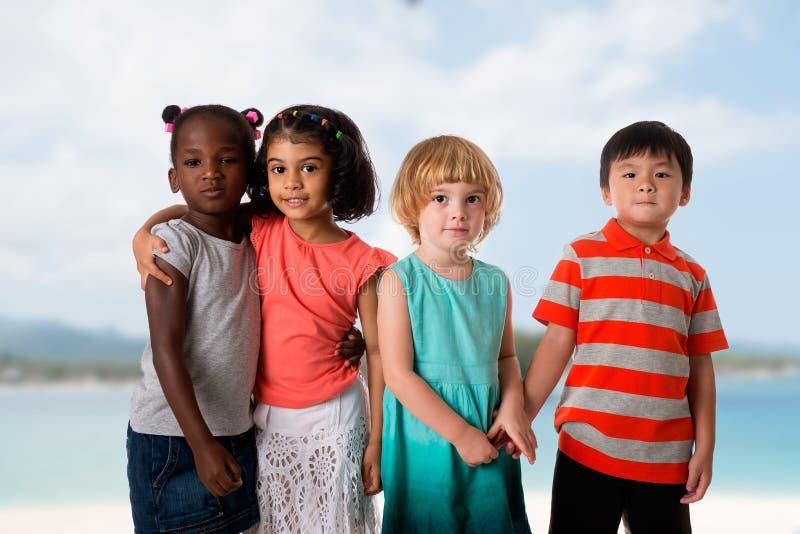 Grupa multiracial dzieciaka portret zdjęcie stock
