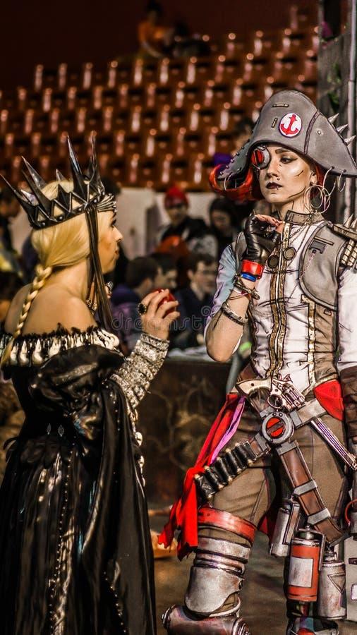 Grupa nastoletni cosplayers, Petersburg, 13 2016 Listopad zdjęcia stock