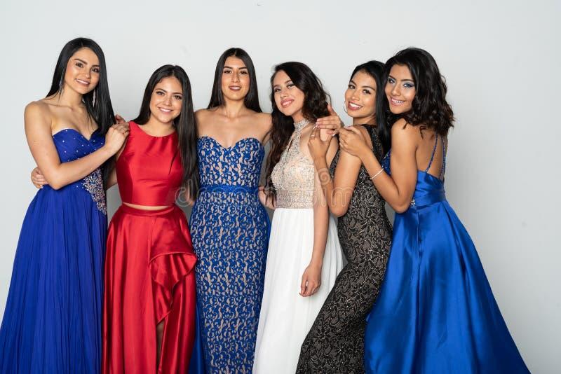Grupa Nastoletnie dziewczyny Iść balu taniec zdjęcia royalty free