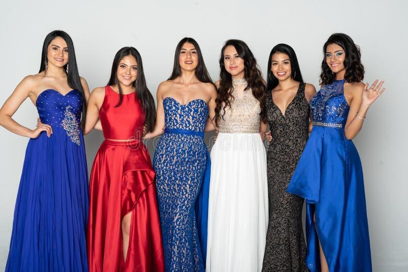 Grupa Nastoletnie dziewczyny Iść balu taniec fotografia stock