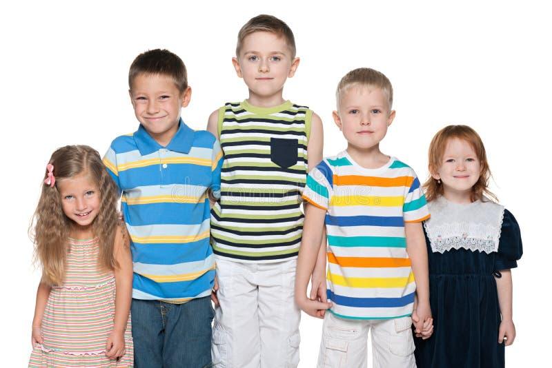 Grupa pięć radosnych dzieciaków zdjęcie royalty free