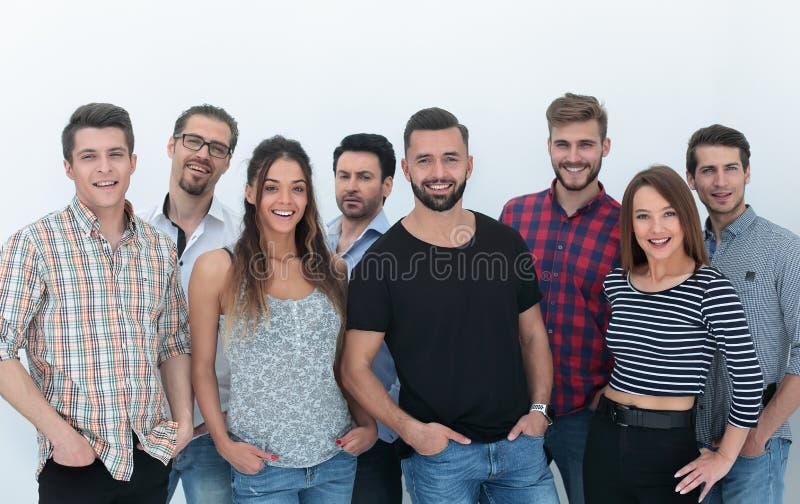 Grupa pomyślni młodzi ludzie stoi wpólnie fotografia royalty free
