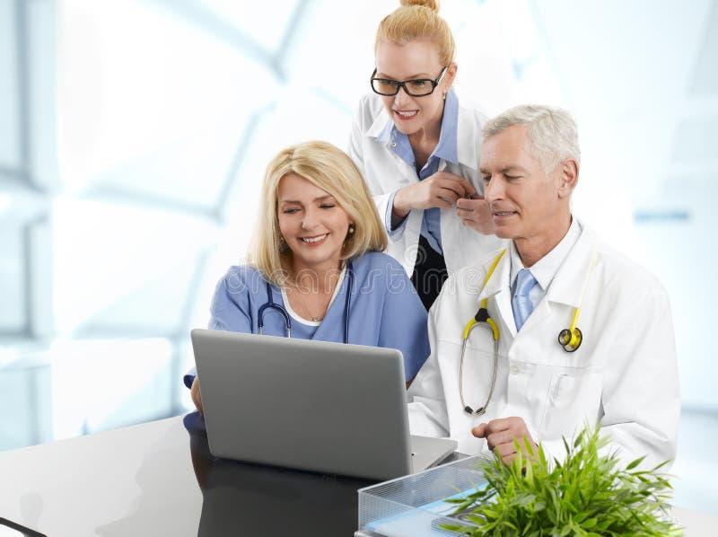 Grupa pomyślny zaopatrzenie medyczne zdjęcie stock