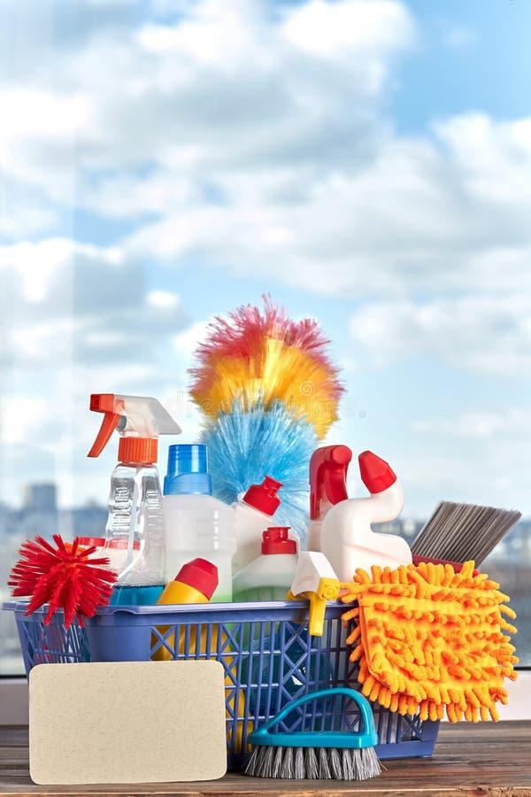 Grupa produkty dla czyścić w koszu obrazy stock