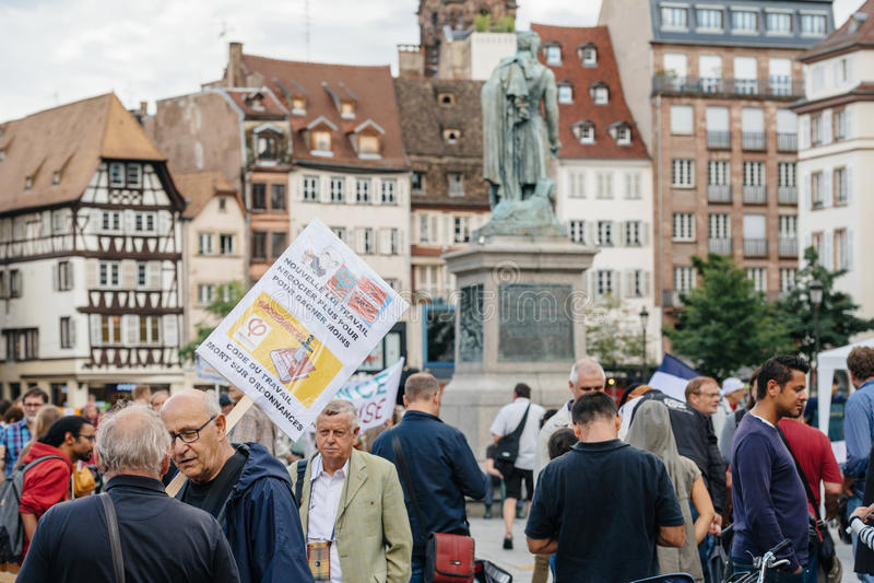 Grupa protestujący w mieście jako Melenchon dzwonił dla dnia prote obrazy stock