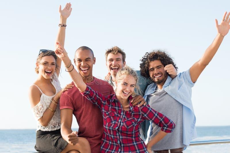Grupa przyjaciół cieszyć się fotografia stock