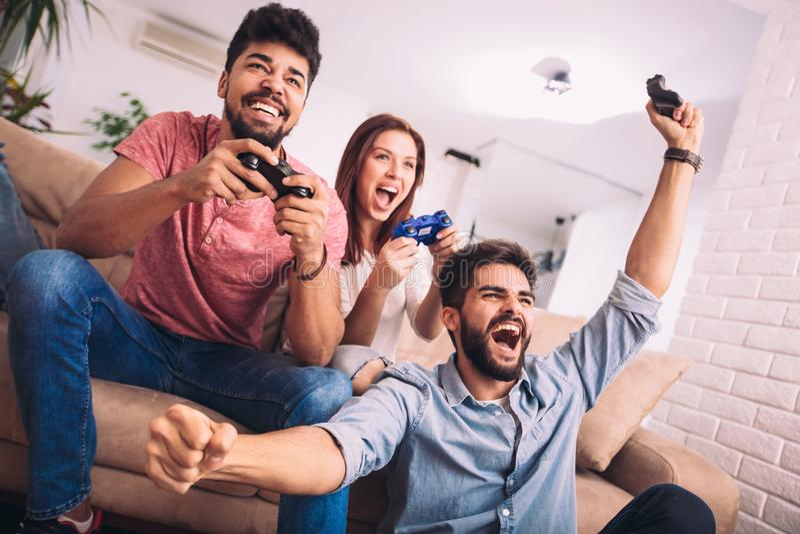 Grupa przyjaciel sztuki wideo gry zdjęcia stock