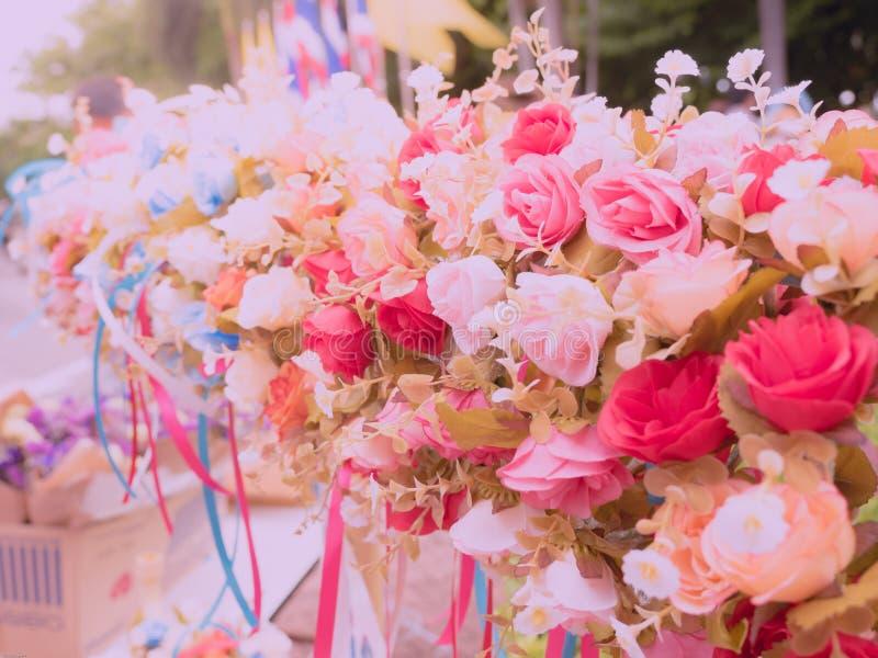 Grupa róża kwiat, różowa czerwień i bielu colour od kwiatu sho, zdjęcia royalty free