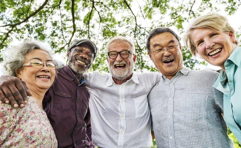 Grupa Starszy emerytura dyskusi spotkanie w górę pojęcia obrazy stock