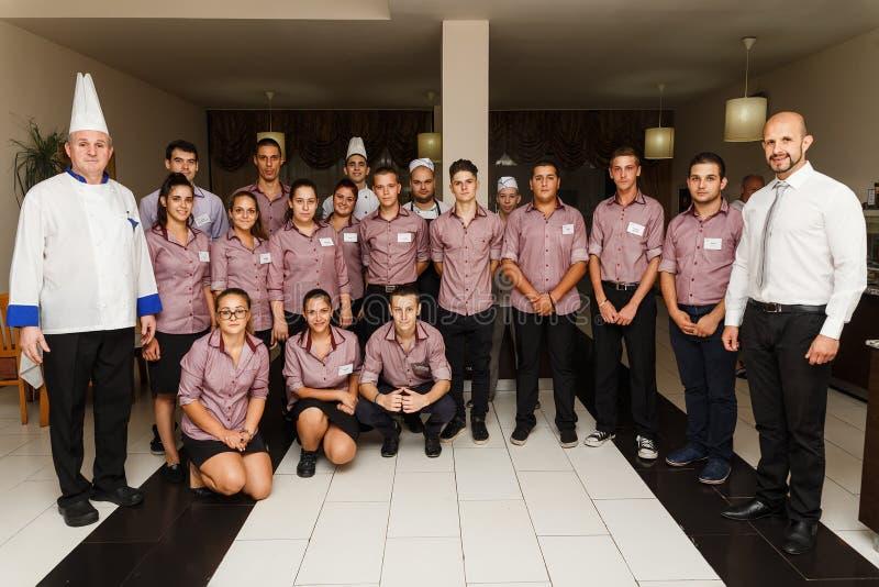 Grupa strzał personel restauracja z szefem kuchni obraz royalty free