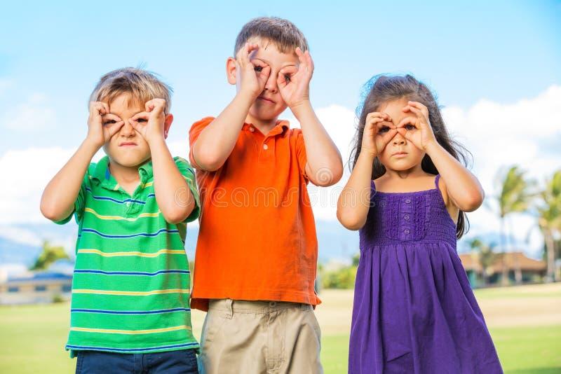Grupa Szczęśliwi dzieciaki obraz royalty free