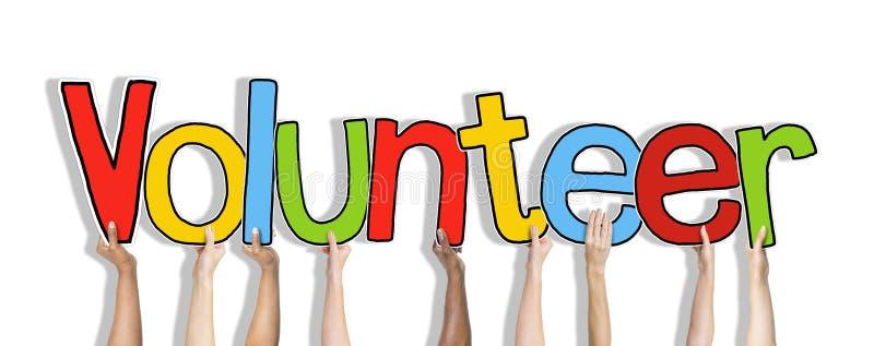 Grupa Trzyma listu wolontariusza ręki zdjęcie stock