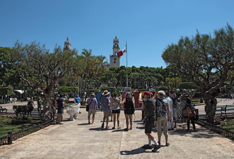 Grupa turyści na placu De Los angeles Independencia w Merida Mexico obraz royalty free