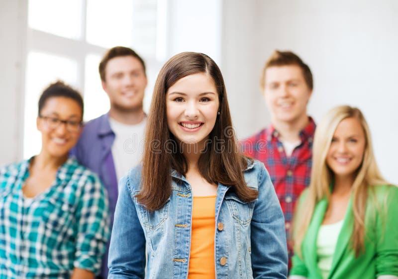 Grupa ucznie przy szkołą obraz stock