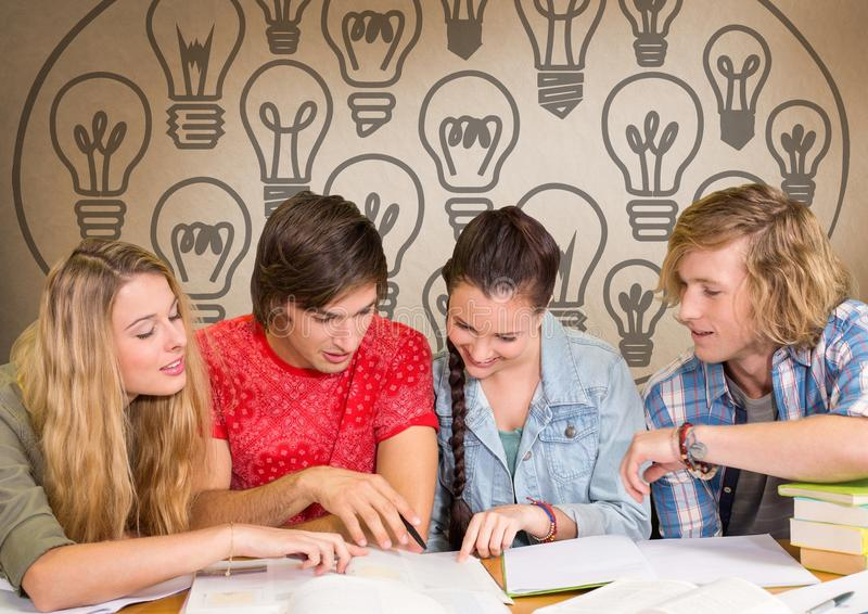 Grupa ucznie studiuje przed żarówek grafika zdjęcia royalty free