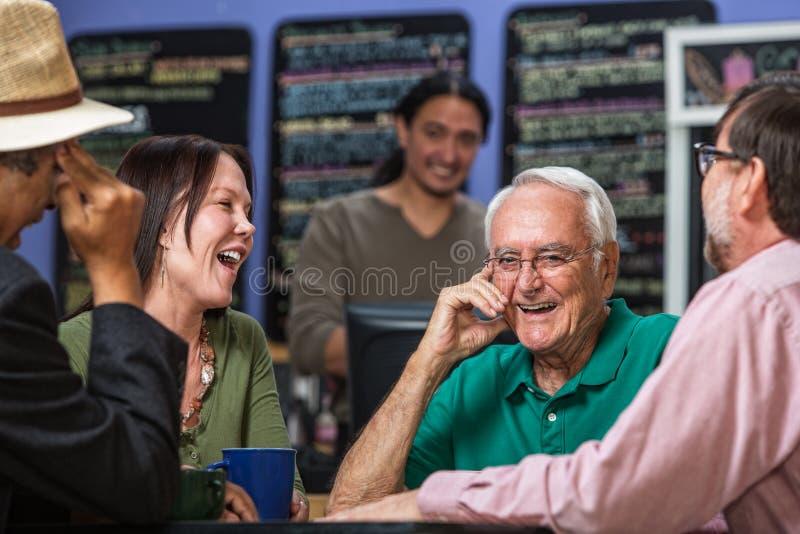 Grupa w Cukierniany Śmiać się obrazy stock