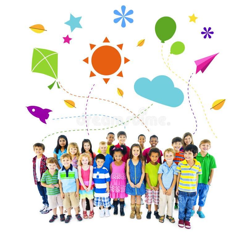 Grupa Wieloetniczne Rozochocone dziecka dzieciństwa aktywność obrazy stock