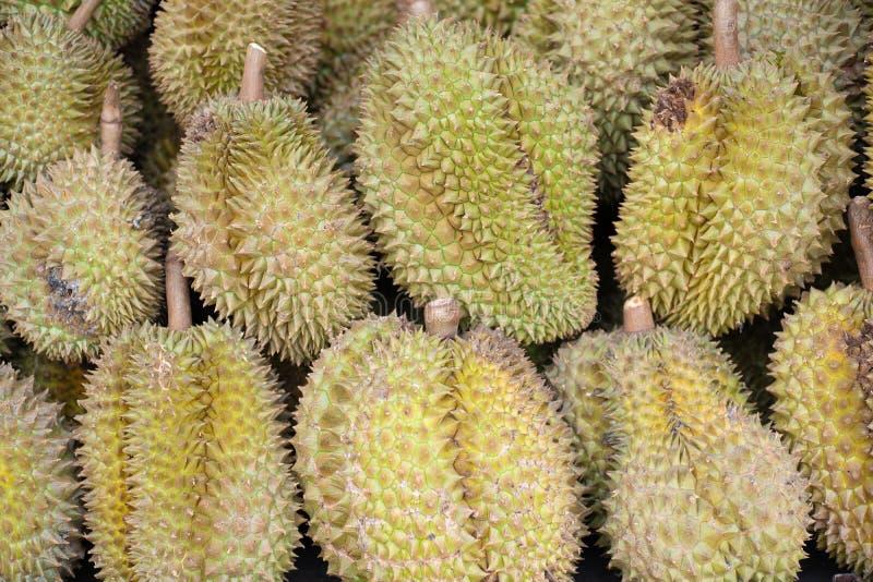Grupa ?wiezi durians w durian rynku fotografia stock