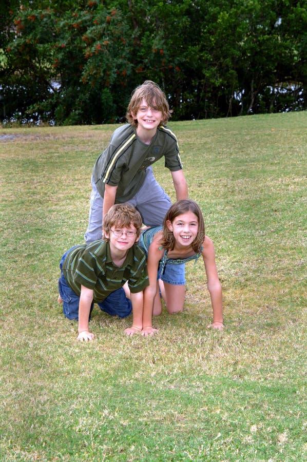 Grupo activo feliz al aire libre fotografía de archivo