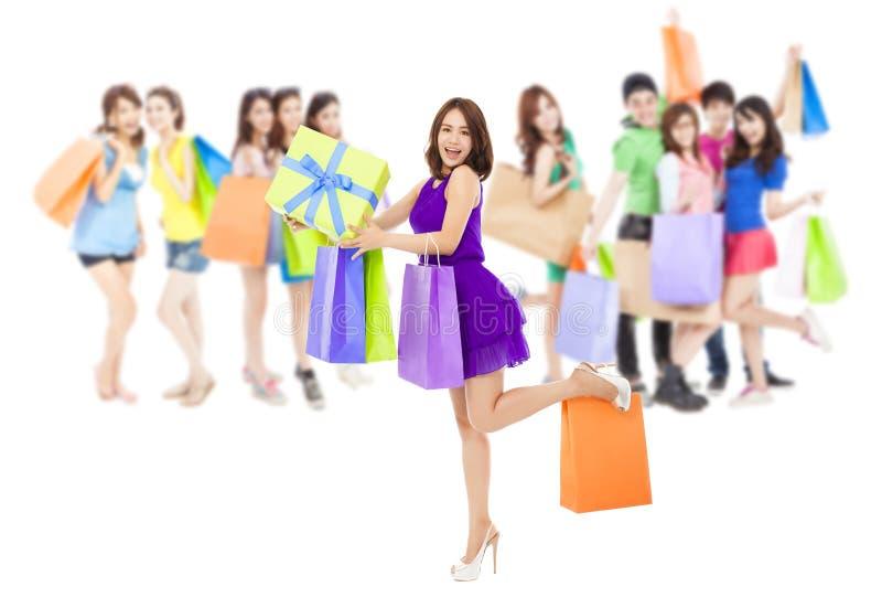 Grupo asiático das mulheres da compra que guarda sacos da cor Isolado no branco fotos de stock