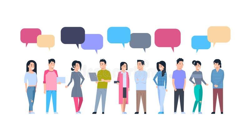Grupo asiático joven de los hombres y de las mujeres con las burbujas de la charla chinas o la comunicación integral japonesa de  ilustración del vector