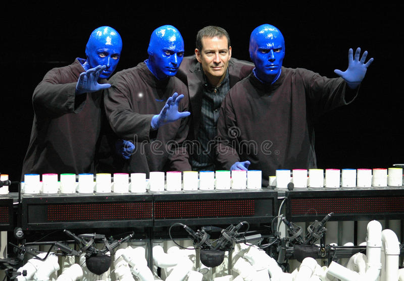 Grupo azul del hombre en Berlín imagen de archivo