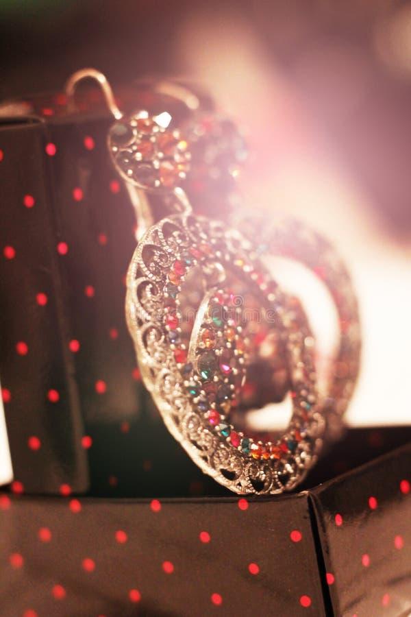 Grupo bonito, brincos de prata com cristais fotos de stock royalty free