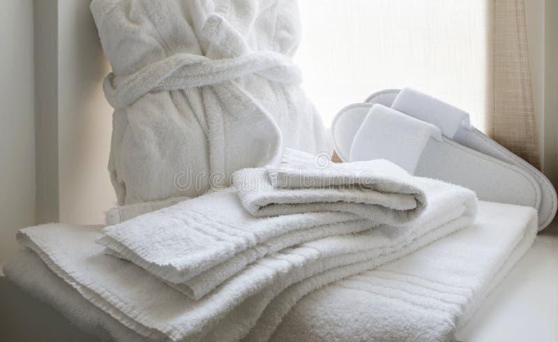 Grupo branco de linho do banheiro imagem de stock royalty free