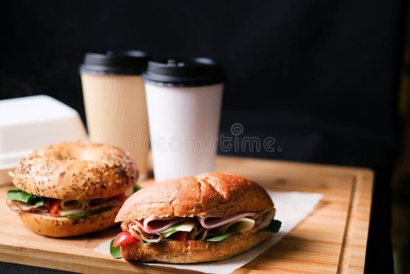 Grupo clássico delicioso da caixa da refeição dos sanduíches do blt imagem de stock