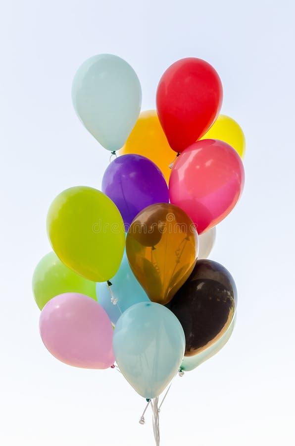 Grupo colorido de balões do hélio foto de stock royalty free