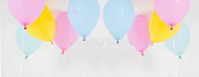 Grupo colorido do fundo dos balões do partido, colagem Isolado no branco Copie o espaço imagem de stock royalty free