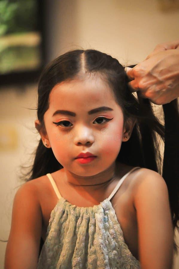 Grupo da criação do caráter das meninas Ícones com tipos diferentes de caras e de penteado fotos de stock royalty free
