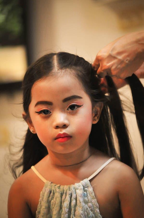 Grupo da criação do caráter das meninas Ícones com tipos diferentes de caras e de penteado fotografia de stock royalty free