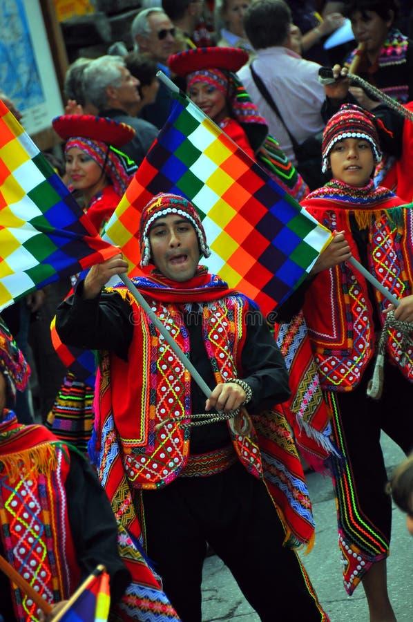 Grupo da dança dos Peruvian imagens de stock